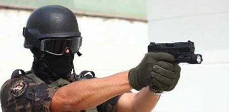 Polisler Hangi Silahı Kullanıyor?